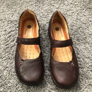 Clarks Un Structured Brown Leather Mary Janes